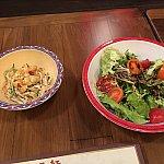 注文後、出て来たのはサラダと前菜。これは自分で選択したものが登場したはず