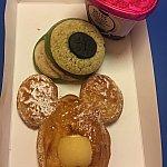 朝ごはんにチョイス!マイクのメロンパン25元は、ちょっと硬くて私はあまり好きではなかったです。マイクのメロン食べるなら、下のミッキー型パイを2つ食べたい派でした!