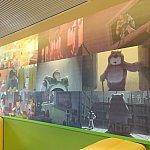 店内にはトイストーリーのアートがたくさん!ピクサー展が無料で楽しみ放題です。