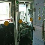運転席。運転手さんはMTRマークの着いた制服を着ていました。