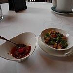 XO醤と箸休め。このXO醤はチヂミとかスープに合います。