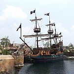 この立派な海賊船を探検します!