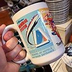 こちらはWDWのコンテンポラリー リゾート柄が入ったマグカップ。$12.95。
