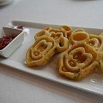 ミッキー海鮮チヂミとJCBのメニューには書いてましたが、英語名はシーフードパンケーキでした。