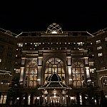 夜のランドホテル