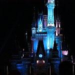 この青白いシンデレラ城からスタートです!
