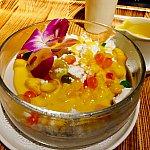 お気に入りのデザート、mochimochiです。杏仁豆腐系のデザートです。甘さ控え目でとても軽いデザートなのでペロリといけてしまいます。
