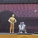 タトゥイーンにいるC-3POとR2-D2☆