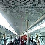 地下鉄車内。ステンレスでピカピカ✨