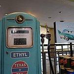 V8カフェのオイルスタンド
