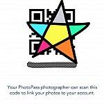 このようなコードが表示されるので、PhotoPassのカメラマンさんにこれを見せると、写真を撮った後にこのコードをピッとしてくれます。少し時間が経つと、アプリの『My Photos』から写真が見られ、ダウンロードできるようになります✨ このコードの画面を保存しておくことをおすすめします😊