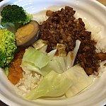 やはり店名にもなっている台北卤肉饭を食べないわけにはいかないでしょう😍