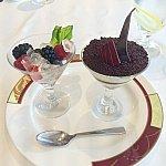 お気に入りのデザート、シャンパンゼリーとティラミス♪