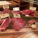 お肉の種類もたくさんあって、何を食べるか迷っちゃいます。