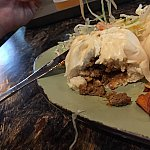 チーズバーガー肉まんの中身。これ意外と評判が良いそうです。次回試してみたいです。