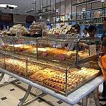 沢山の種類の菓子パン、総菜パンがあります。