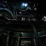 宇宙ステーションの中は薄暗く、既に不気味。この丸い穴や壁面から炎がブワァーーと出ます。火傷しそうでした!