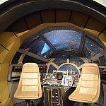 ミレニアムファルコン号に乗った風写真も撮れます!フォトパスのカメラマンに3~4ポーズ指定されました。