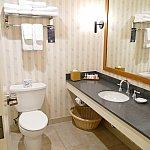 洗面台は広くて使いやすい!拡大鏡もあります!