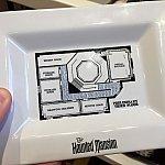 こちらのプレートには貴重なホーンテッドマンションの見取り図が。こんな作りになっていたんですね!お値段は$10.95。