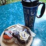 ドリンクホルダーはAULANIの柄(青、赤)とディズニーキャラクターの柄があります。