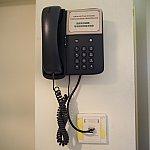 誰もいなくて困ったときは電話を使用します。