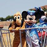 15周年ミッキーとプルート。衣装はディズニーシーらしいブルーで素敵ですね!