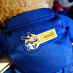 レア度の高いカリフォルニア・アドベンチャー内にあるオズワルドショップのキャストコスチュームを着たダッフィー。