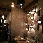 壁のランプがいい雰囲気を出しています。