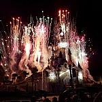 エンディングは花火は見ものです。あちこちで驚きの声と口笛が。