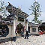 ディズニーランド内とは思えない、本格的な中国建築です。
