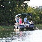 釣りボートが出ている時も。何が釣れるんだろ、ブラックバスかな。