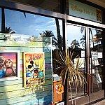 ディズニーのファインアートのお店もありました。