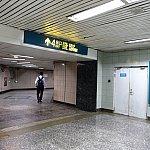 地下鉄2号線、世紀公園駅の4番出口はこちら。この出口にはエレベーターはありませんが、エスカレーターが途中まであります。
