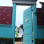トイストーリー棟への入り口はアンディの部屋のドア!