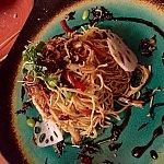 アパタイザーには、Shiriki Noodle Saladを。そうです、TDSのタワーオブテラーのシリキから名前を取っています。メニューの説明にもはっきりと「1899年12月31日にゲストに出された有名なサラダ」と表記されています。
