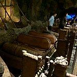 8人乗りの小さなボートでパンドラの森への船旅に出ましょう。