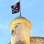 エリア全体が海賊に支配された港の為、いたるところに海賊旗が!
