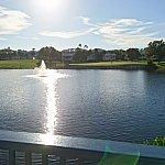 橋の上で右側にゴルフのグリーンが見えます。オールドキーウェストは、ゴルフコースがホテルの敷地を貫いています。