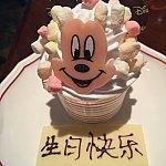 似たようなカップケーキが40元で売ってました(o^^o)無料サプライズバースデーケーキいただきました(o^^o)バースデー缶バッジの威力です!