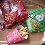味によって袋が異なります。そういえばドナルドたちがメインのお店なのにフライドチキン販売って・・・