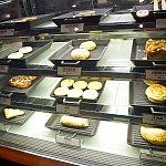 朝食にはここらへんのパンがよいのかも。メロンパンあります。
