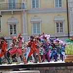 横からですが、ダンサーも観られます!衣装が華やかでそしてかっこいい!