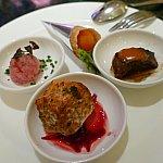 中央のグリルサーモンと右のひとくちステーキはたくさんおかわりしました!めちゃくちゃ美味しかったです!!!ぜーんぶタダですよ〜!