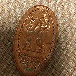 ミッキーとウォルト像のスーベニアメダル。
