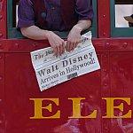 Red Car Trolley News Boys 注目の新聞の見出し!