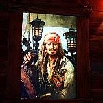 ジャックスパロウ船長の動く絵画もありますよ。