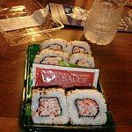 セブンイレブンで買った寿司。これはまずく、わさびは激辛です。