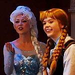 エルサとアナ。アナがカントリー娘みたいでした。