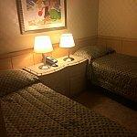 ベッドルーム①こちらのお部屋にもバスルームがあります。エアコンが効いていて涼しいです☆